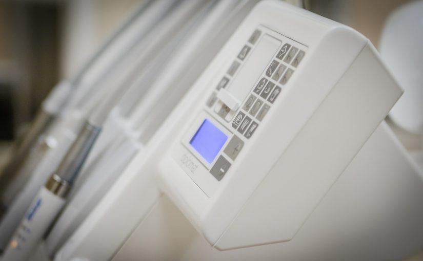 Dzisiejsza technologia stosowana w salonach stomatologii estetycznej może spowodować, że odzyskamy piękny uśmieszek.